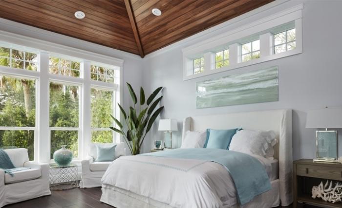 exemple de chambre à coucher blanc et bois avec accessoires en bleu et vert pastel, idée deco marine minimaliste