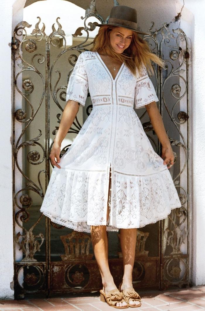 idée comment s'habiller style hippie chic femme, modèle de robe mi longue blanche à détails broderie florale