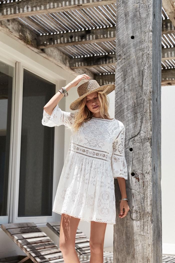 style vestimentaire femme bohème ou hippie chic, modèle de robe boheme blanche courte aux manches mi longues