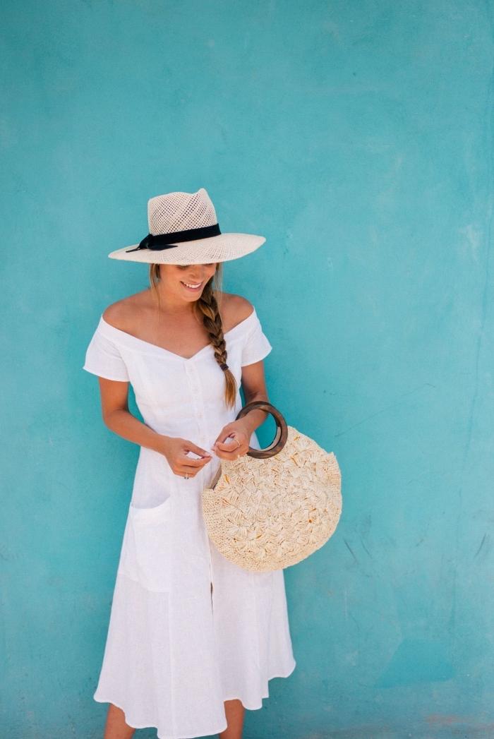 comment bien s'habiller avec robe mi-longue blanche, idée accessoires capeline et sac à main en couleurs neutres