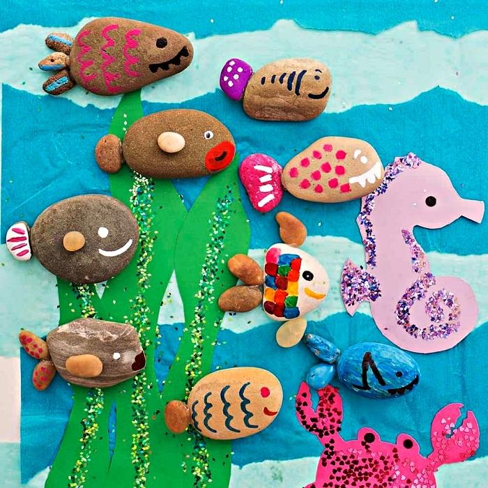 activité manuelle été pour occuper les enfants à la plage, fabriquer des poissons avec galets de tailles et de formes variées