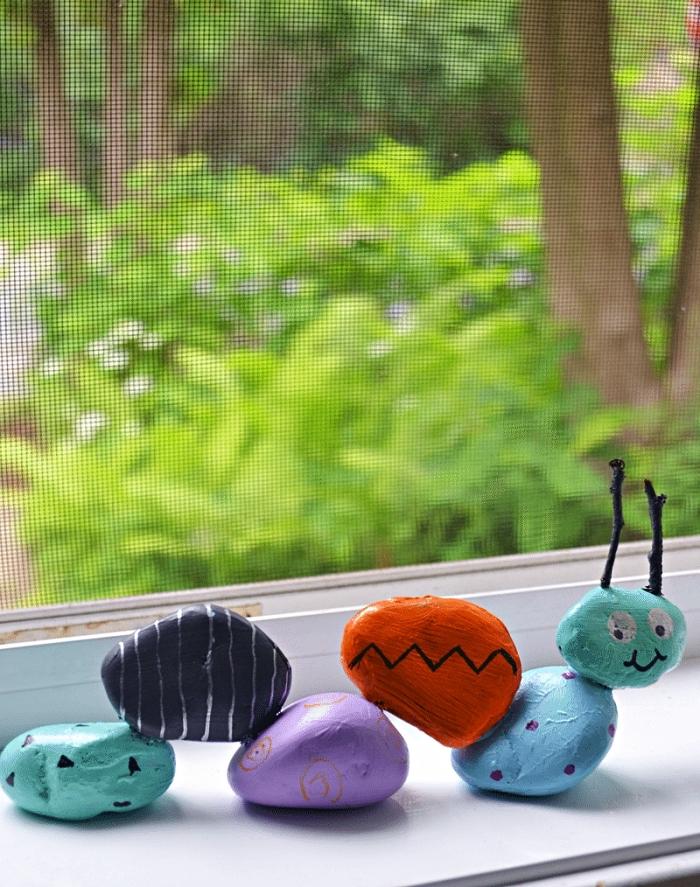 fabriquer une chenille en galets peints à la main, bricolage avec galets décoratifs pour les tout petits