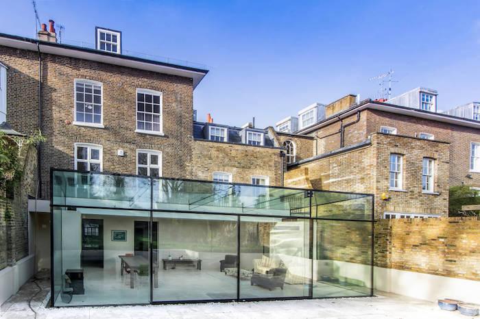 idée d extension de maison contemporaine attenante avec des baies vitrées à l industrielle, coin salon salle à manger minimaliste