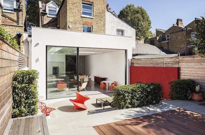 idee comment et pourquoi agrandir sa maison avec une extension contemporaine, idee maison traditionnelle avec un coin sallon en extension