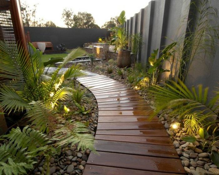 allée de jardin en bois laqué, plantes exotiques, design de jardin tropical, grand mur gris