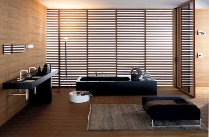 comment aménager une salle de bain zen aux murs et plancher à imitation bois avec équipement et meubles en noir