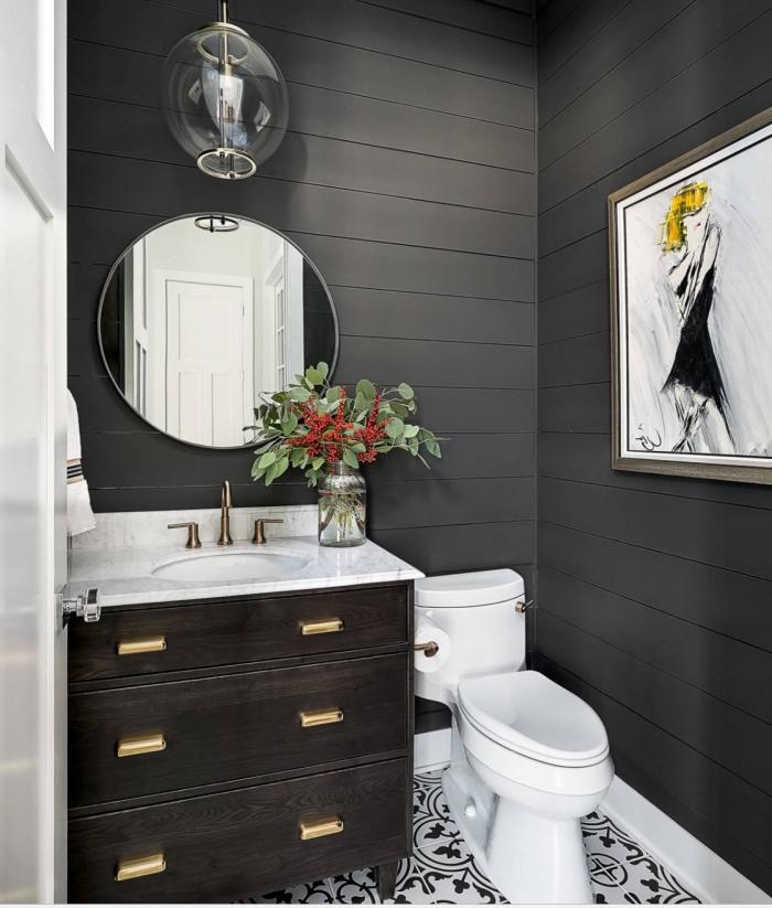 comment décorer une salle de bain à espace limité, idée revêtement mural en gris anthracite, déco blanc et gris foncé