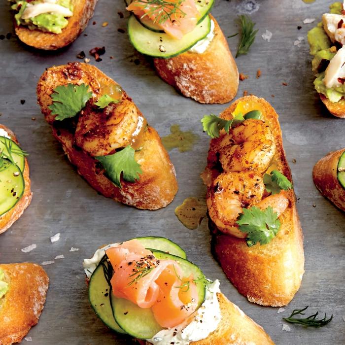 bruschetta, saumon fumé, persil, concombre, crevettes, recette apéro dinatoire facile sans cuisson