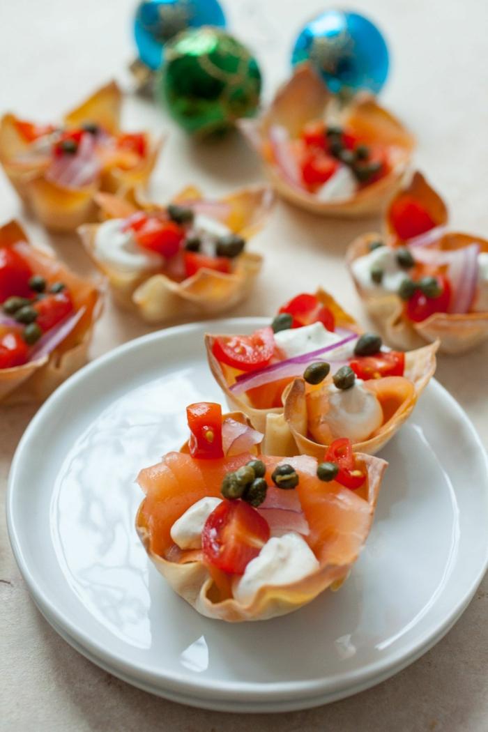 amuse bouche rapide pour apero, pâte fine, caperses, tomates cerises, saumon fumé, fromage