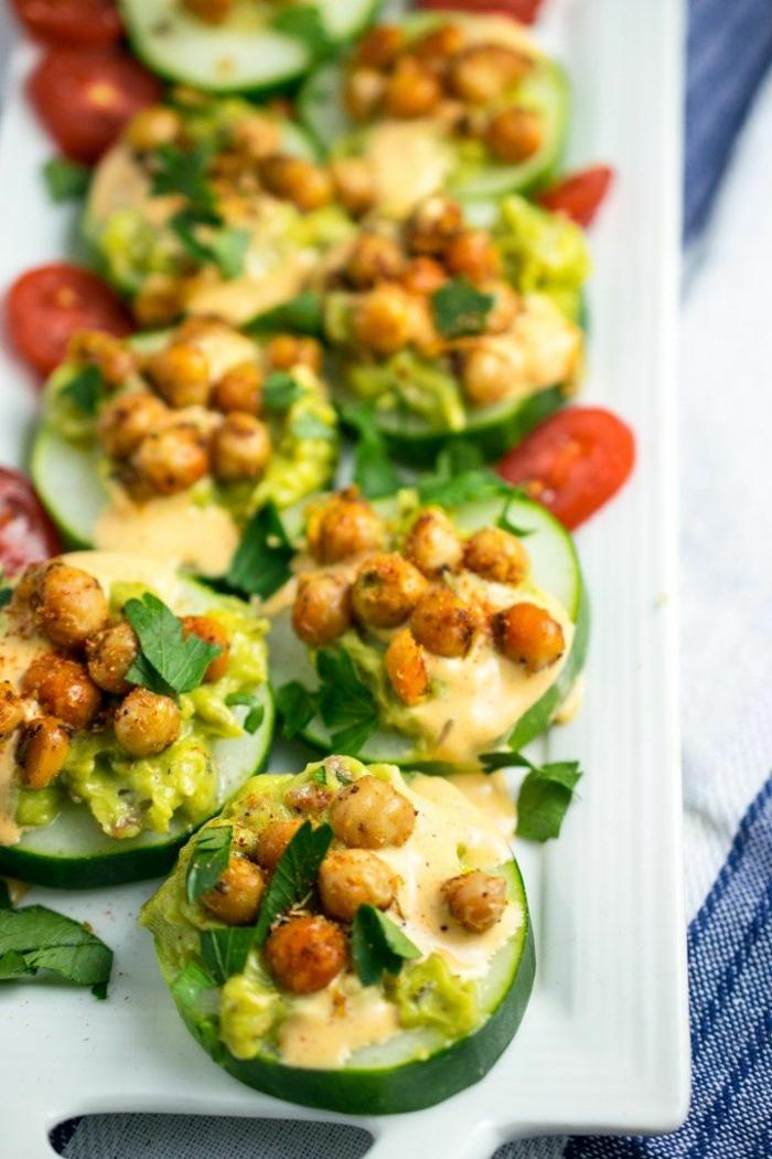 concombres coupées en rondelles, pois chiches, tomates cerises, recette apéro dinatoire facile
