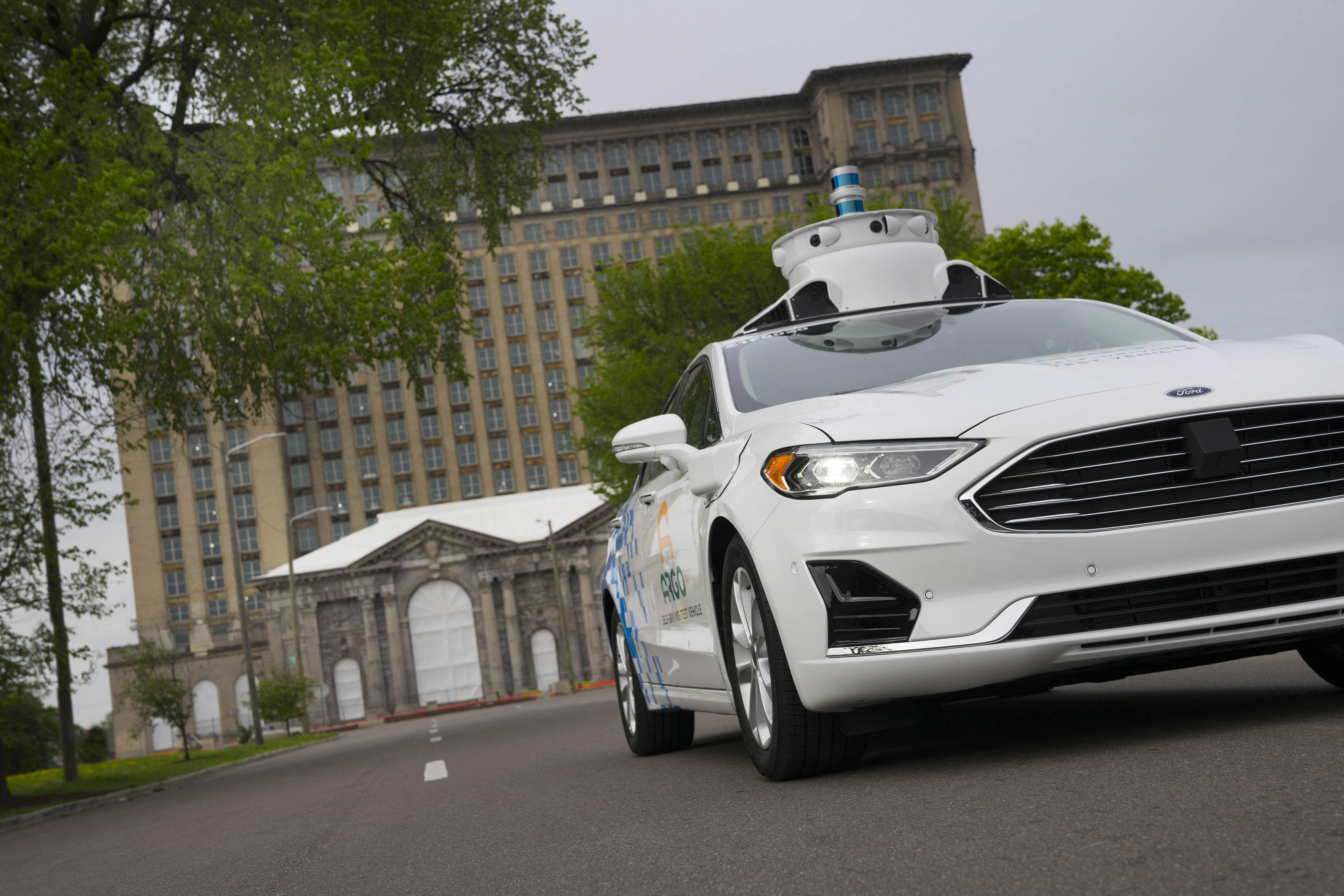 Ford et Argo Ai lancent leurs nouveaux tests de leur voiture autonome Fusion Hybrid dans la ville de Detroit
