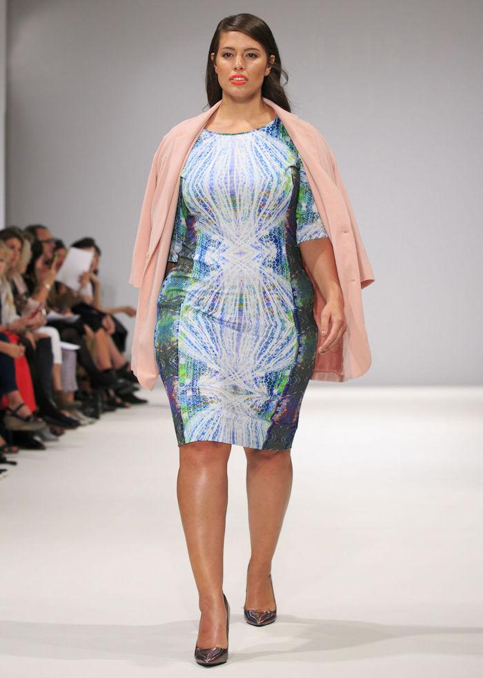 idée de robe de soirée grande taille colorée à manches mi longues avec manteau couleur rose saumon