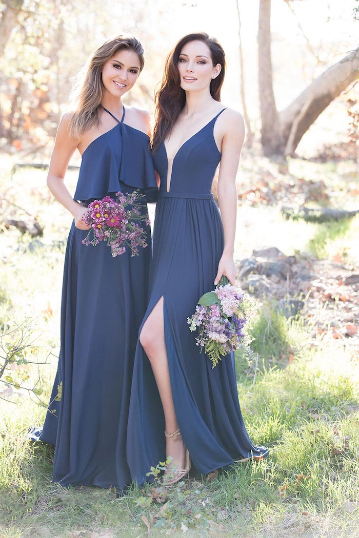 Longue robe bleu, deux options de modèle, demoiselles d'honneur en robes bleu foncé différent silhouette, tenue habillée pour mariage, robe bohème chic mariage à la mode