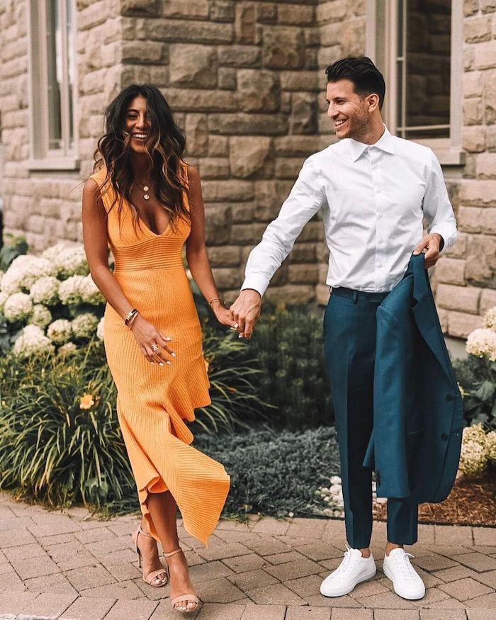 Belle femme et homme tailleur et robe orange cocktail, robe bohème chic, robe de ceremonie