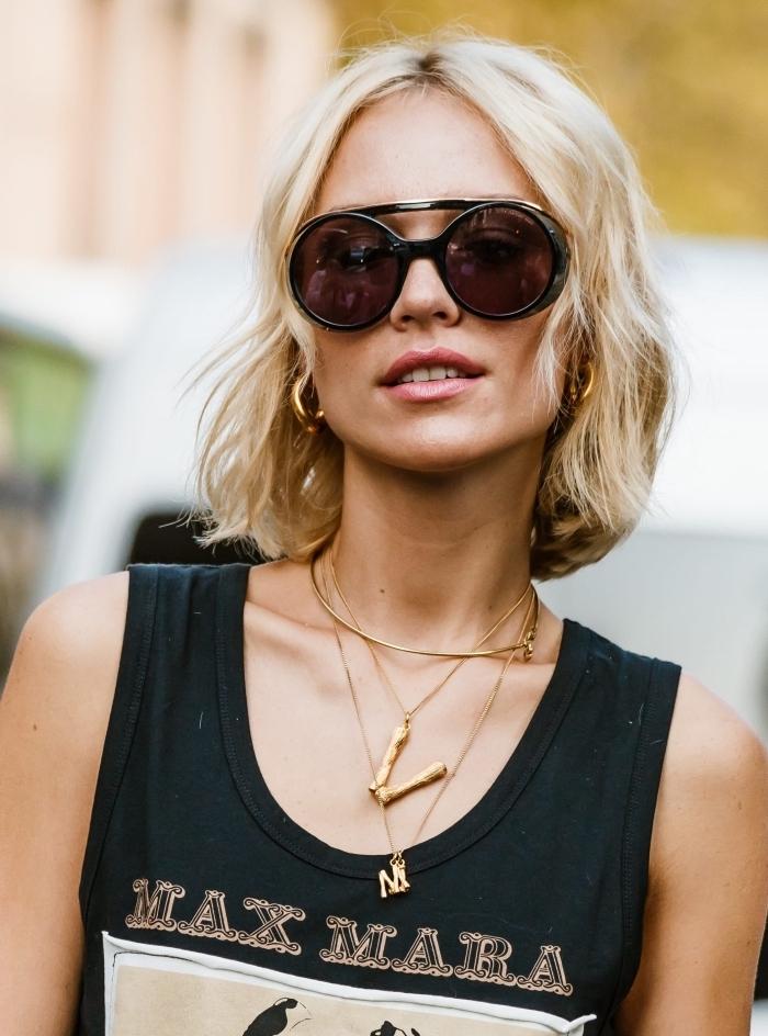 modèle de lunettes soleil femme tendance, quelle coupe de cheveux mi longs pour femme, exemple de coupe carré blond