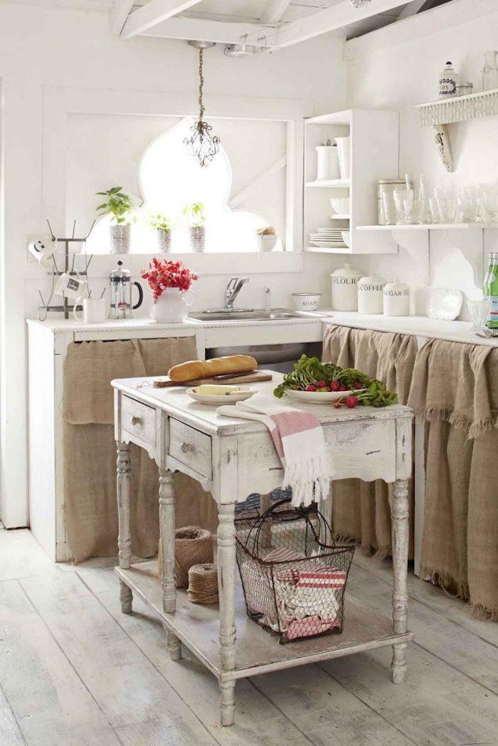 Originale idée de rangement petit cuisine vintage tout blanc, bois vieilli effet meuble ilot table, retro deco, cuisine vintage, le charme à l'ancienne