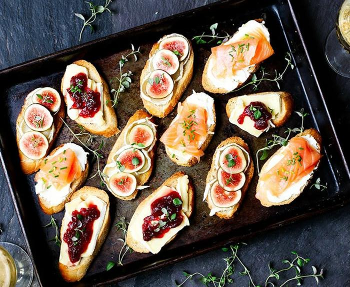 bruschettas à la confiture de baies rouges et aux figues fraiches, amuses bouches originaux