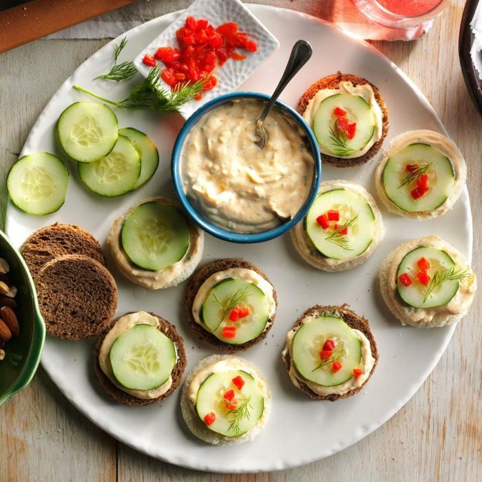 pain complèt, concombres, sauce de fromages, caviar, amandes, amuse bouche apéritif facile