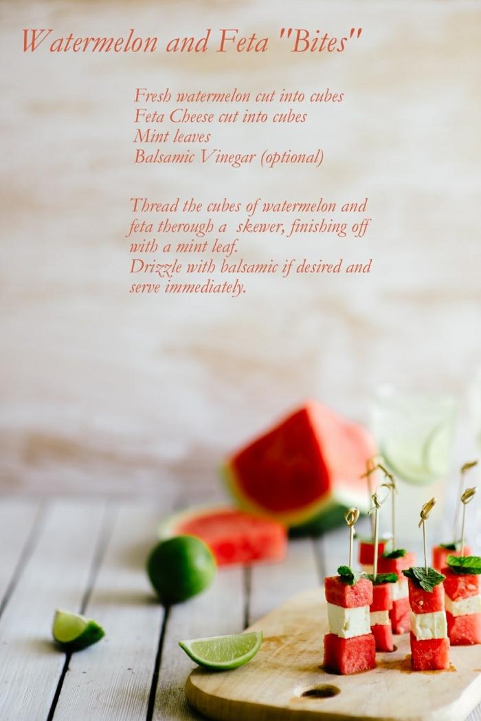 brochettes originales, melon d'eau et fromage, idee apero dinatoire, petits morceaux de pastèque combinés avec fromage