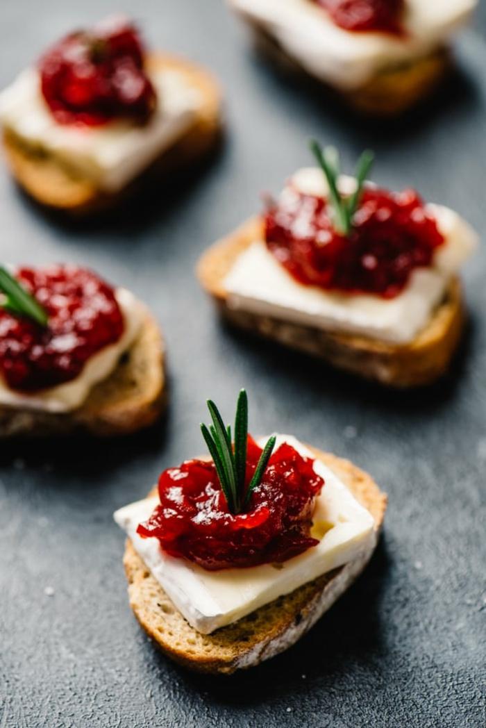 bouchées sucrées-salées, fromage et confiture de canneberges, idee apero dinatoire