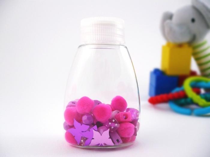 modèle de petit contenant en plastique personnalisé, activité manuelle dans une ambiance montessori, diy jouet bébé