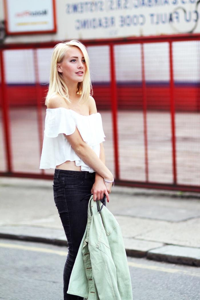 tenue blanc et noir femme avec veste vert pastel, idée coupe de cheveux carré long, quelle coupe selon la forme du visage