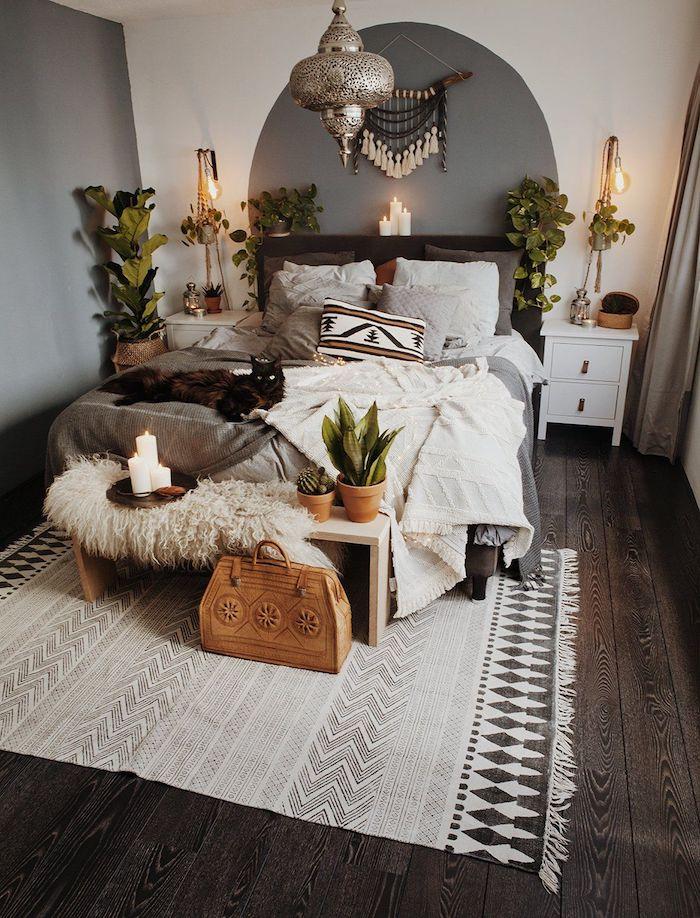 Chambre à coucher style boheme chic, tapis berbere, aménagement chambre ethnique originale avec tapis modenre