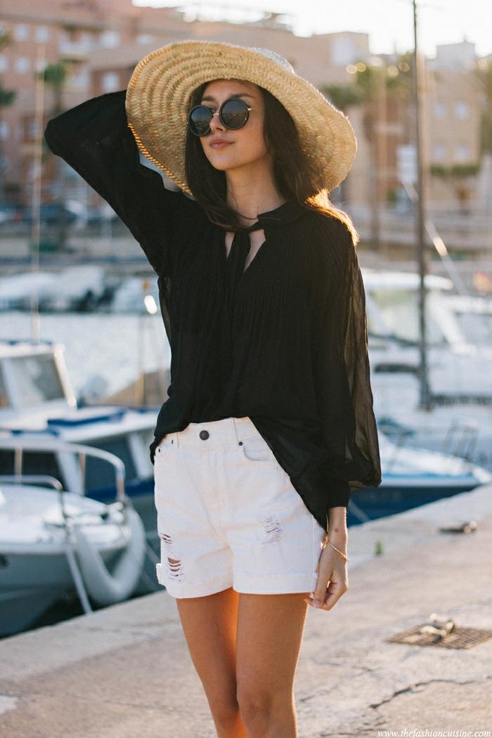 tunique noire, chapeau paille femme, short blanc, lunettes rondes, chapeau d été pour femme