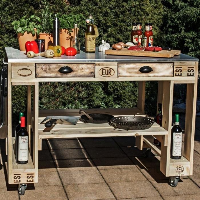 meuble avec palette en bois pour le jardin, cuisine extérieure avec desserte de jardin en palettes