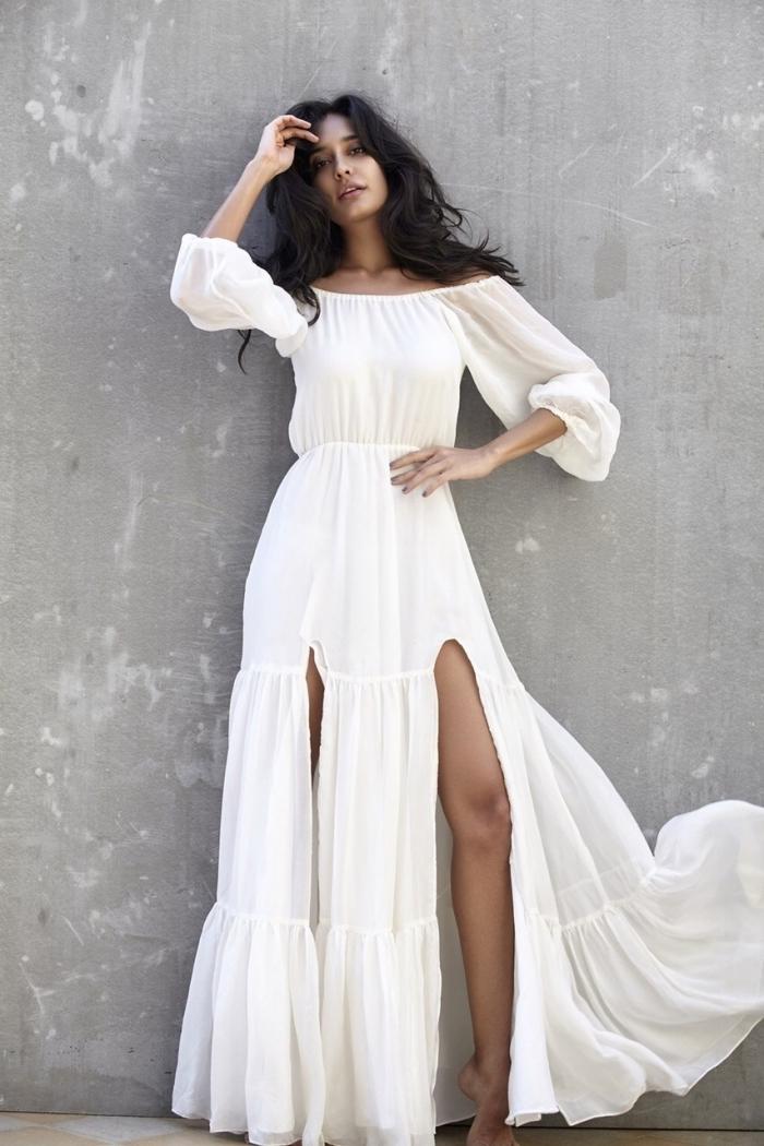 mode femme bohème chic, idée robe d'été longue et blanche avec col bateau et fentes, robe d'été blanche et longue