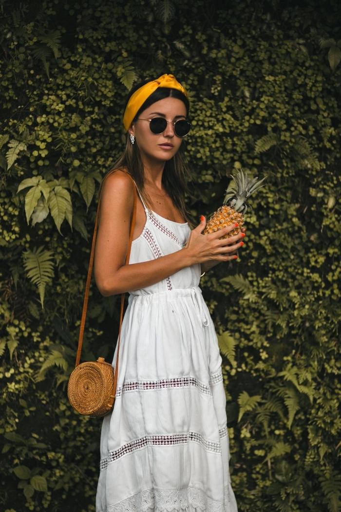 modèle de sac à main rond tendance rotin, idée robe en dentelle bohème chic avec bretelle fines et ceinture