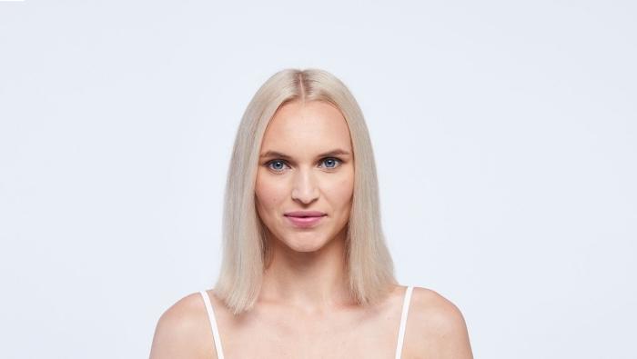 quelle couleur de cheveux selon la morphologie, idée coloration patine blond pour peau clair et yeux de couleur bleue