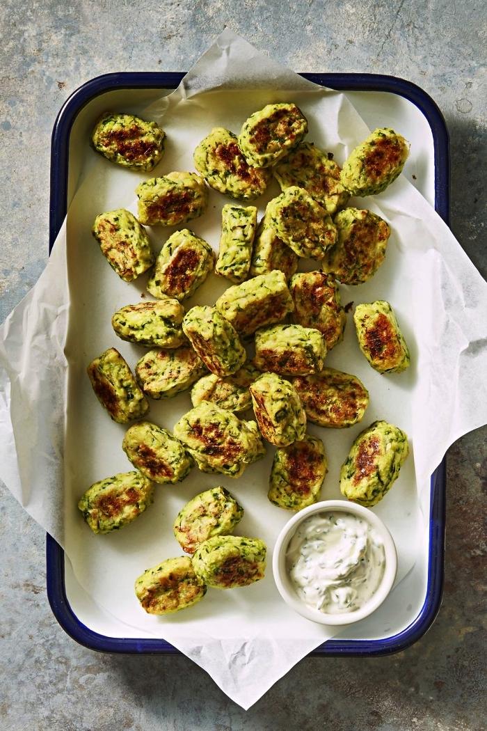 idée apéro dinatoire facile, bouchées de courgettes et pecorino, bouchées de courgette au four