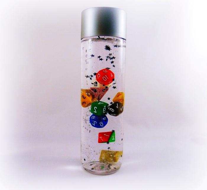 idée activité manuelle en classe avec montessori, diy bouteille jouet pour enfant éducatif remplie de l'eau et d'huile