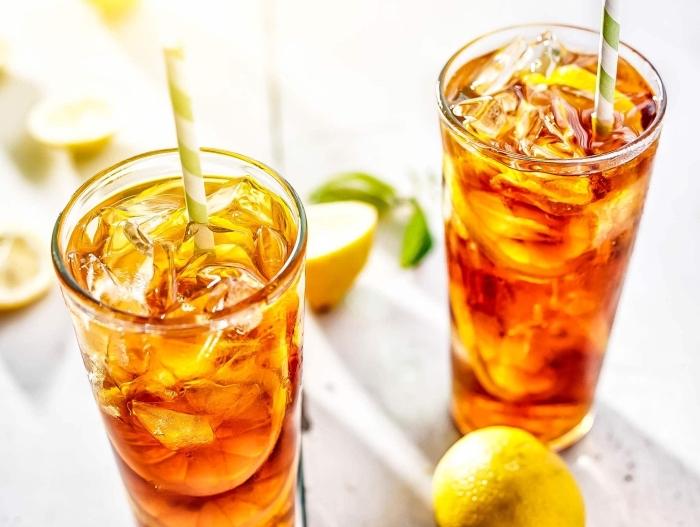 faire du thé glacé, recette thé glacé facile et rapide au thé vert refroidi servi avec glaçons et tranches de citron