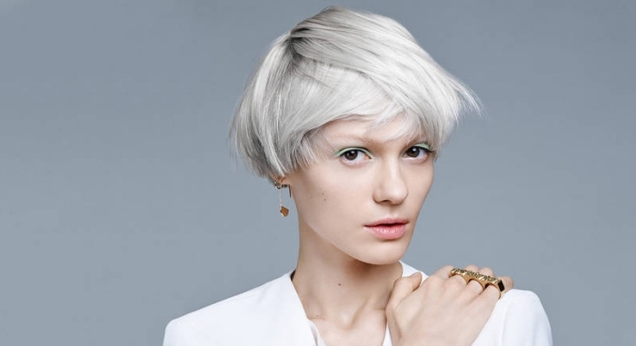 idée couleur cheveux blond polaire pour peau pâle et yeux marron, quelle coupe cheveux courts tendance 2019