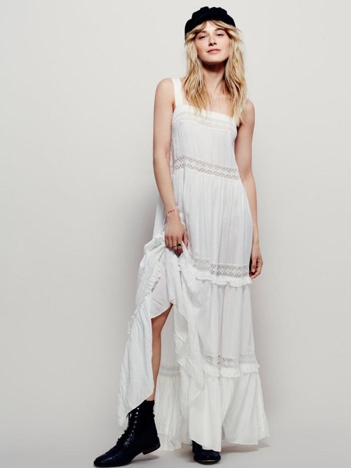 style vestimentaire femme hippie chic, idée tenue bicolore en robe blanche fluide avec chapeau et bottines en noir
