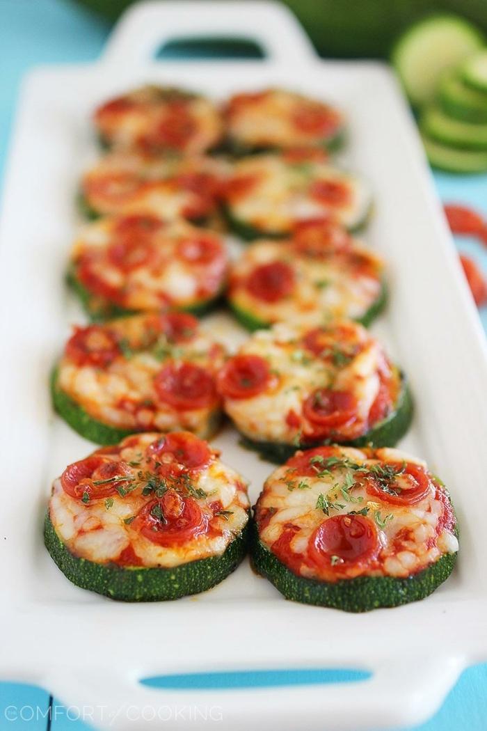 mini pizzas de courgettes, rondins de courgettes à la mozzarella, idee apero dinatoire