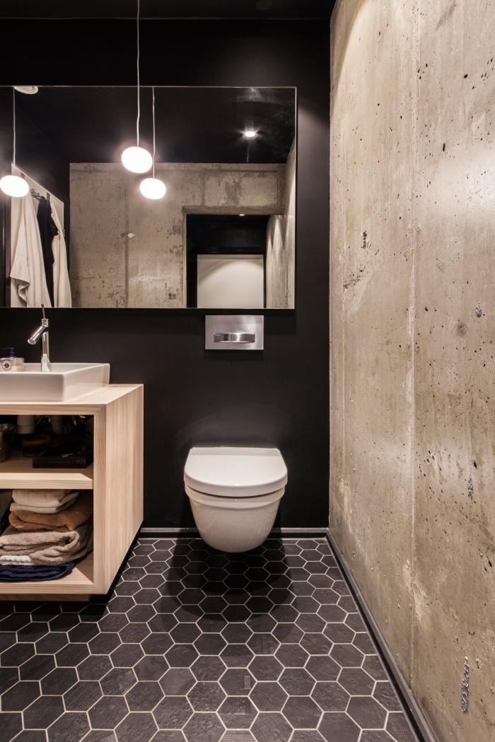 comment aménager une petite salle de bain de style industriel, idée salle de bain en noir avec meuble bois clair