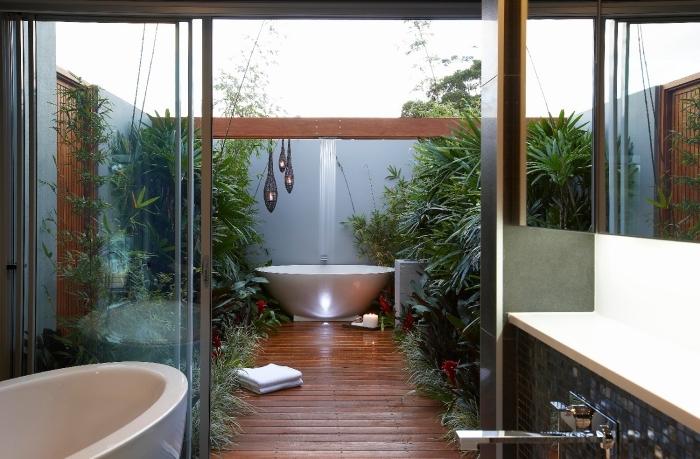 modèle de salle de bain dans le jardin, quelles plantes exotiques pour une décoration de jardin avec salle d'eau zen