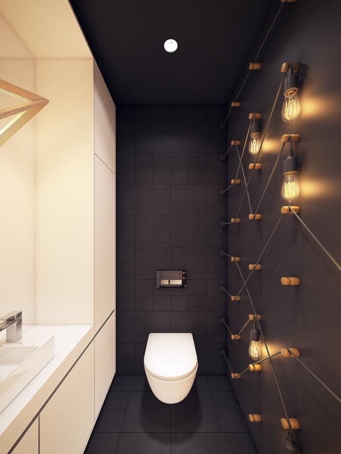 comment aménager une salle de bain en longueur, design intérieur contemporain avec panneaux muraux en noir mate