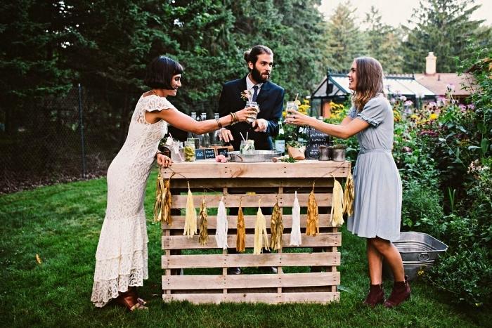 deco bar de jardin champêtre pour mariage, bar à boissons à fabriquer soi même avec des palettes