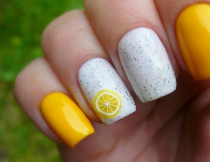 déco nail art fruitée, deco ongle ete aux couleurs acidulées, citron, ongles carrés en jaune et blanc
