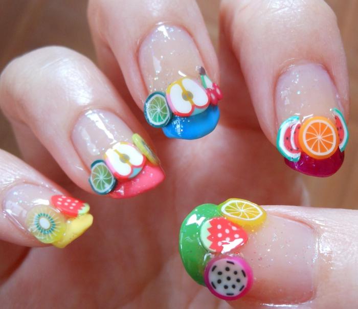 ongles nail art avec fruits adhésifs, fruit de dragon, fraise, citron, melon d eau, pomme au bout des ongles