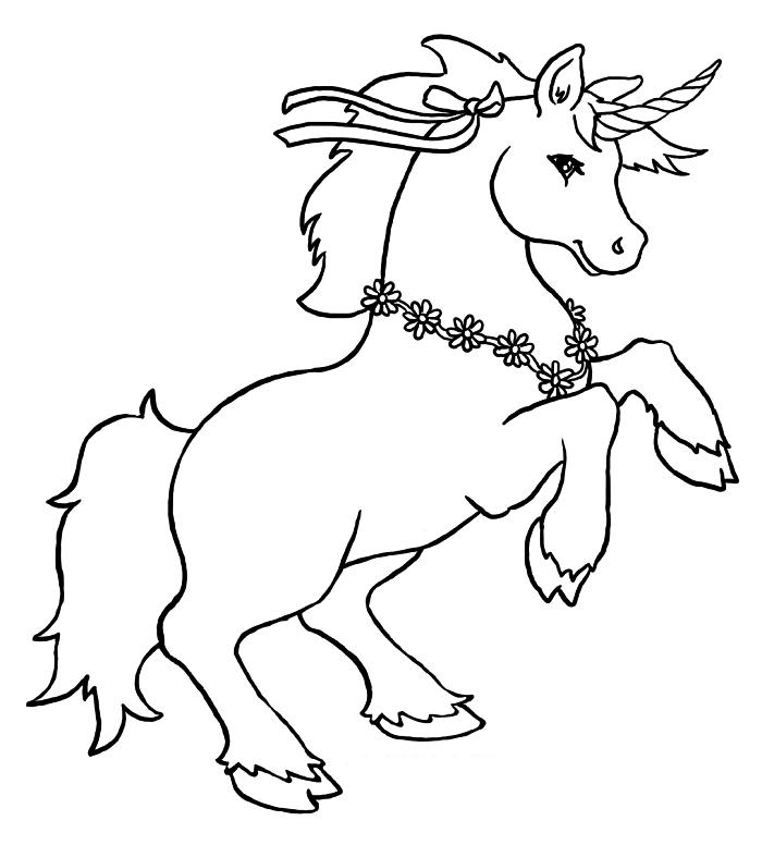 dessin à colorier licorne sur ses pattes arrières ornée d'un collier de fleurs, coloriage licorne pour enfants