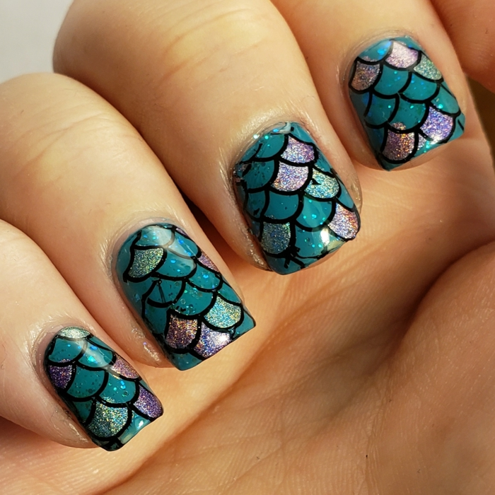ongles nail art écaille de sirène, couleurs de manucure bleu, lilas, turquoise, et noir