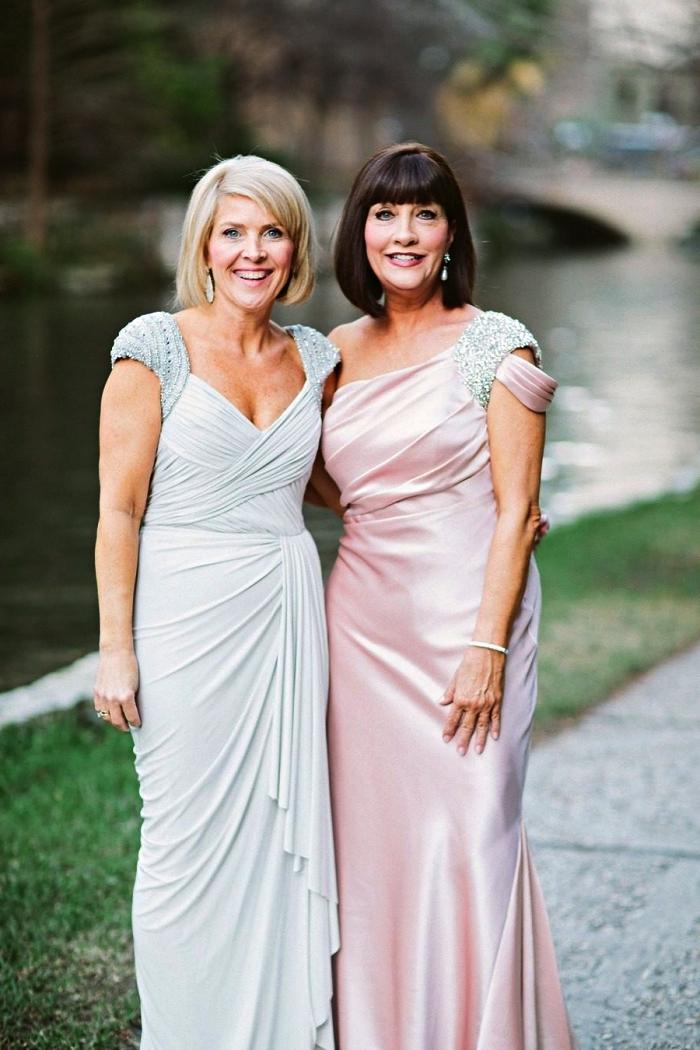 deux modèles de robe habillée pour mariage formel, robes mère de la mariée à taille empire dans les tons pastel avec manches capes