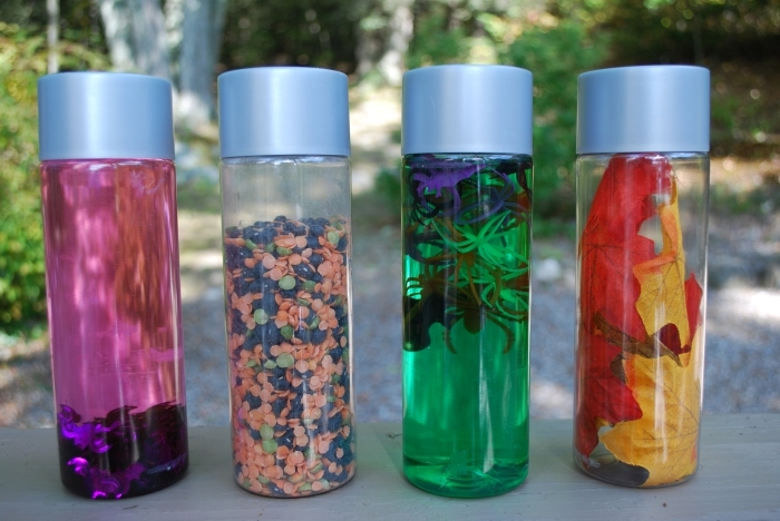 fabrication de jouet pour petits à la maison, idée méthode pédagogique créatif, comment réutiliser une bouteille en verre