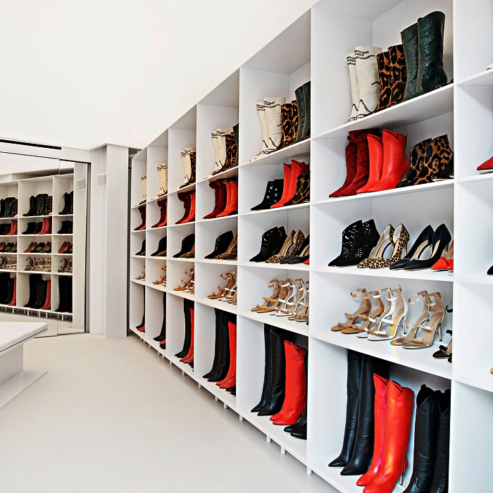 etagere a chaussure sur mesure pour aménager une pièce dressing, meubles de rangement pour chaussures à étagères multiples