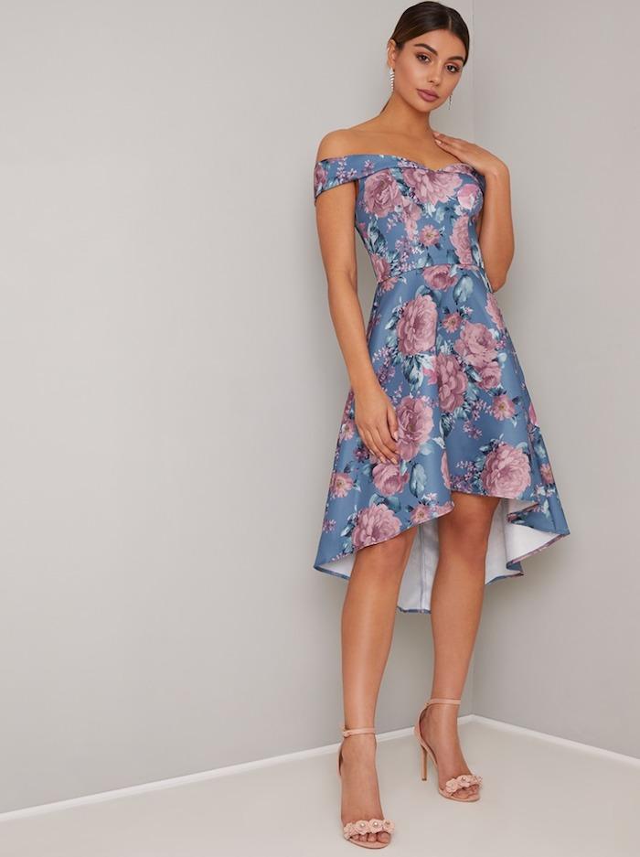 Épaules dénudées, robe bleu à fleurs, robe de soirée chic et glamour, robe champetre chic
